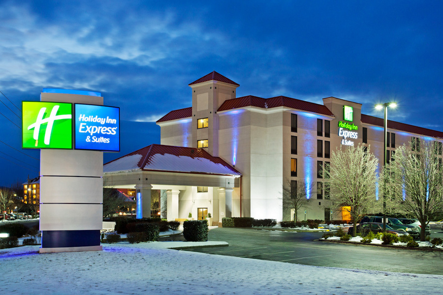 Holiday inn express hotel and suites pigeon forge for Pigeon forge motor lodge pigeon forge tn