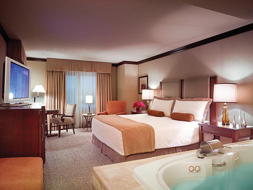 Greektown Hotel Jacuzzi Room