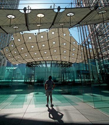 Jobs at renaissance paris la defense hotel paris la for 60 jardin de valmy la defense