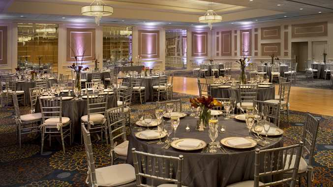 Dining room attendant at doubletree by hilton hotel boston for Dining room attendant