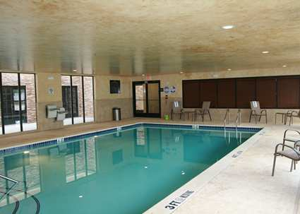 Hampton inn suites dallas arlington north entertainment for Hotels in dallas with indoor pools