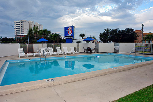 Motel 6 tallahassee west tallahassee fl jobs for Tallahassee pool builders
