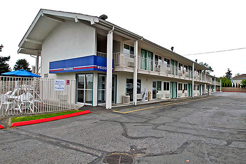 Motel 6 everett north everett wa jobs hospitality online for Motel one wellness