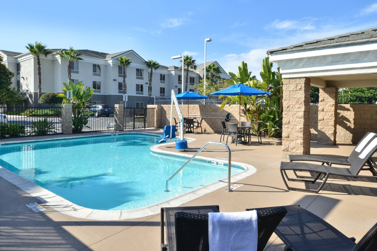 Employer profile holiday inn express san diego otay mesa for Hotels 92109