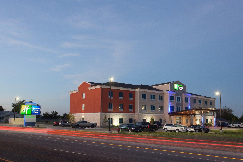 Holiday Inn Express & Suites Gatesville - N. Ft Hood, Gatesville, TX ...