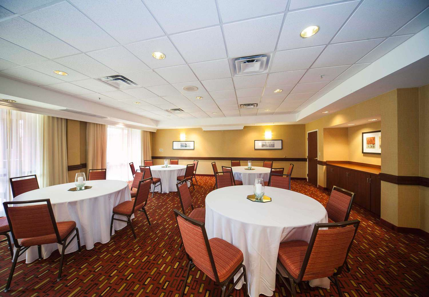 The Bistro Valdosta Meeting Room