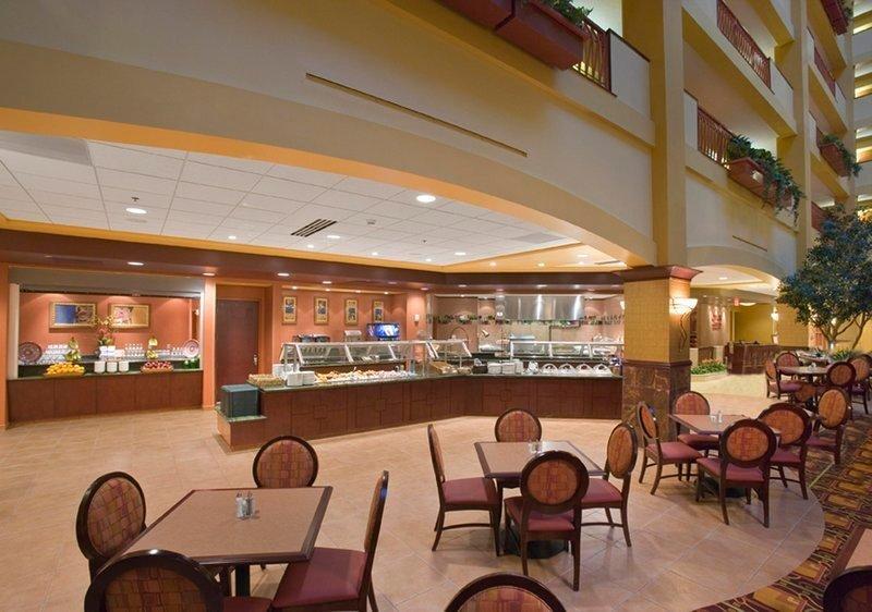 embassy suites hampton hotel convention center spa. Black Bedroom Furniture Sets. Home Design Ideas