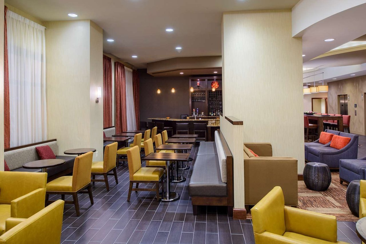 hampton inn washington downtown convention center dc. Black Bedroom Furniture Sets. Home Design Ideas