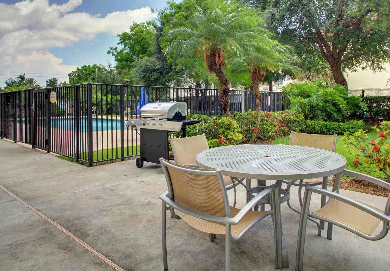 Front Desk Team Member Job | SpringHill Suites West Palm Beach I-95 ...