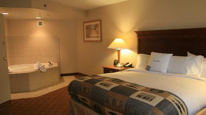 Hotels In Kc Mo With Jacuzzi Suites