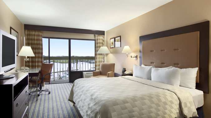 Doubletree by hilton hotel new bern riverfront new bern for Design hotel bern