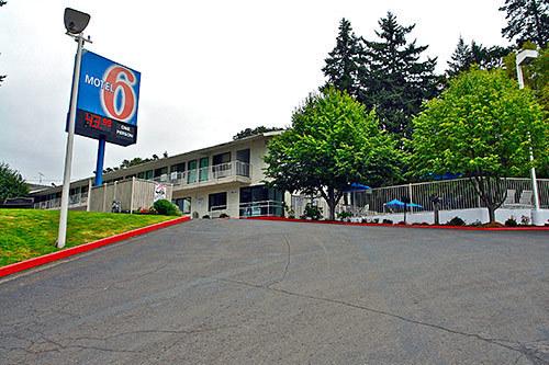 jobs at motel 6 eugene south springfield eugene or. Black Bedroom Furniture Sets. Home Design Ideas