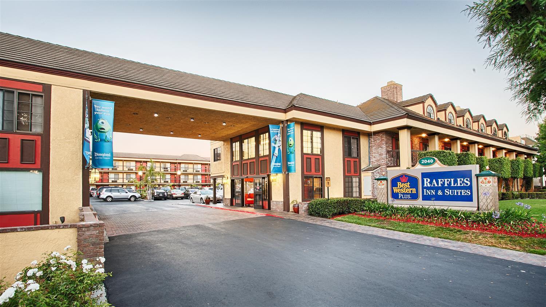 Best Western Plus Raffles Inn Suites
