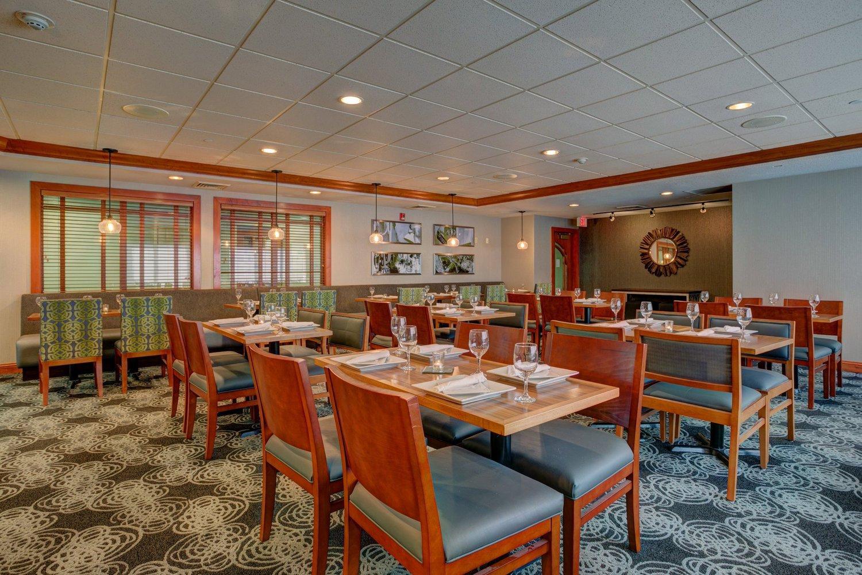 Holiday Inn Hotel Suites Milwaukee Airport 130 Room