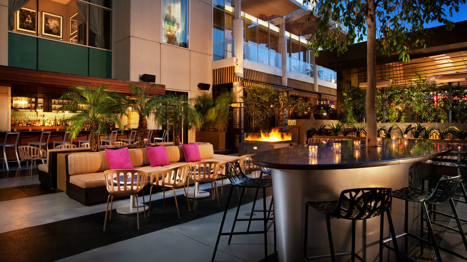 Hollywood restaurants los angeles ca jobs hospitality for Living room 6250 hollywood blvd