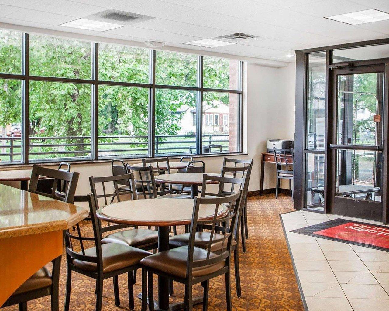 Econo Lodge Inn Amp Suites Fairgrounds Des Moines Ia Jobs