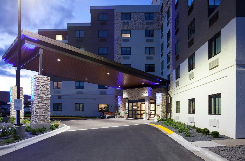 Holiday Inn Express Roseville-St. Paul, Saint Paul, MN ...