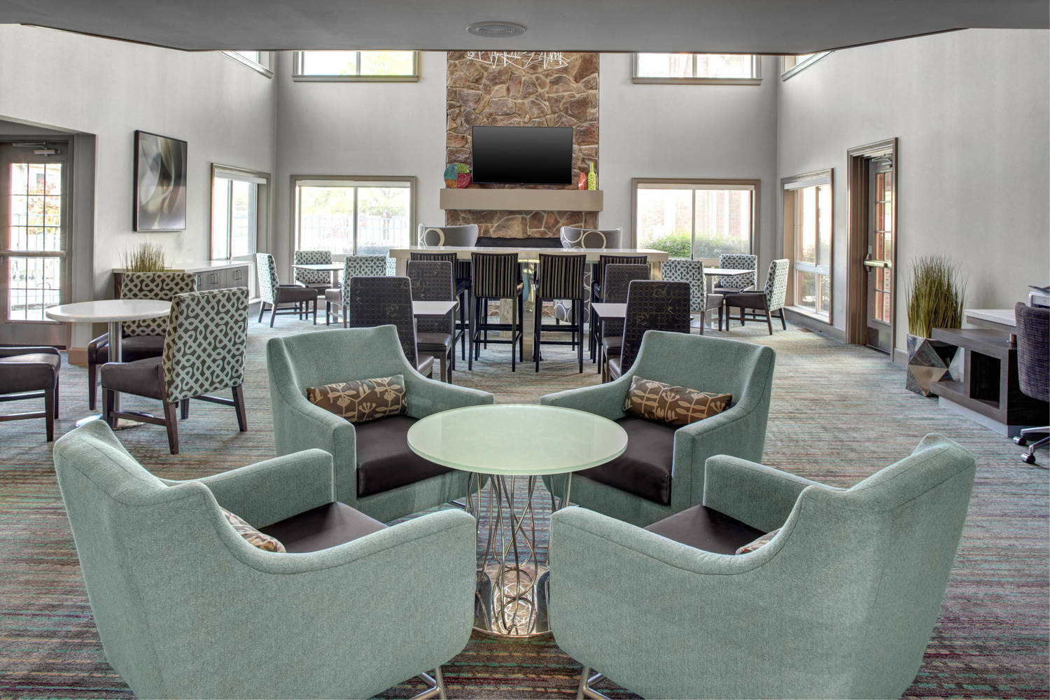 Enjoy breakfast daily in our spacious lobby, gather with friend or colleagues.