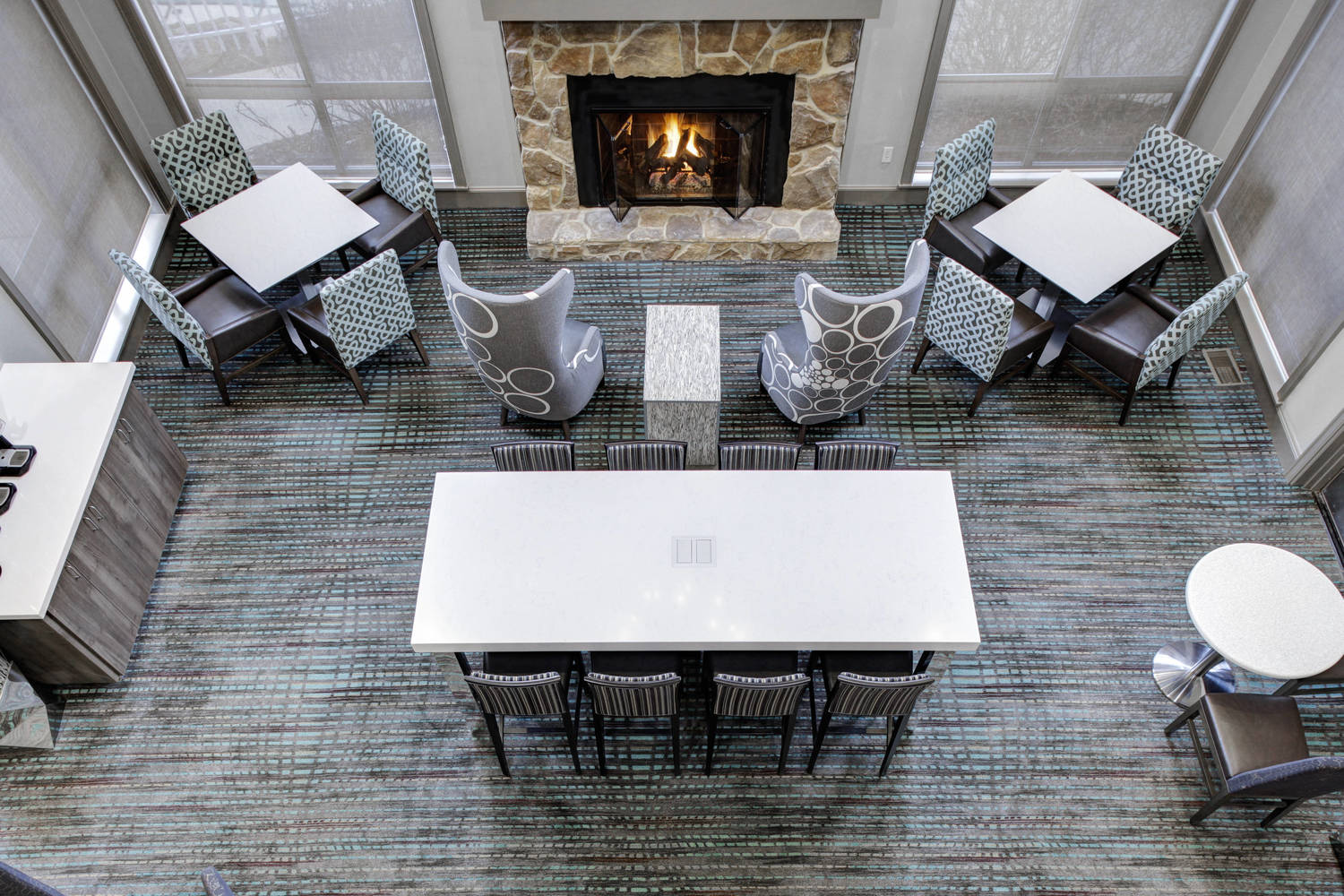 Our lobby is suitable for any pop-up meeting that allows you to plug-in with your co-workers.