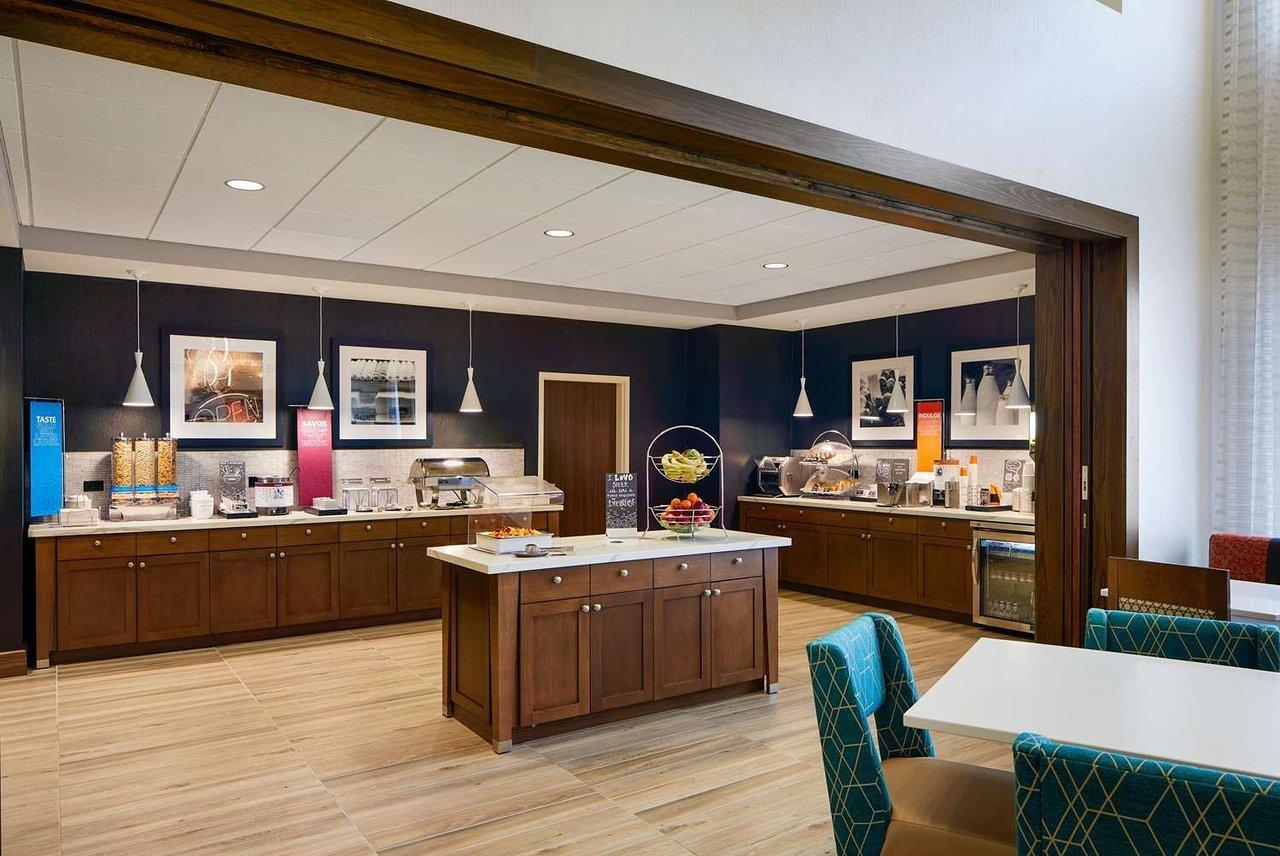 Hampton Inn & Suites Chicago/Waukegan, Waukegan, IL Jobs ...